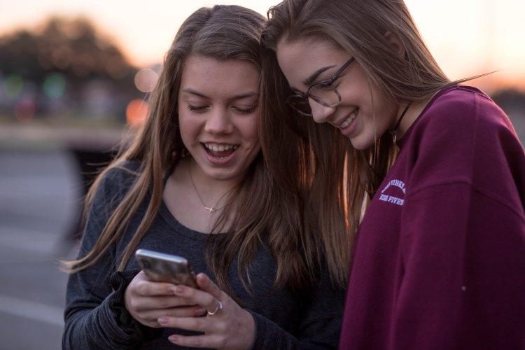 Girls Texting - Photo by Blake Barlow on Unsplash